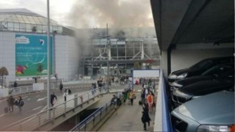 Hiện trường vụ nổ nhìn từ bên ngoài.