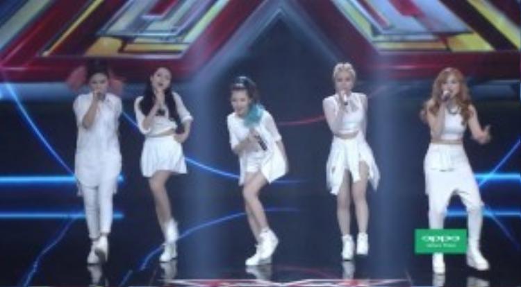 Xuất hiện những cô nàng cá tính và chất lừ vớitrang phục mang phong cách rất 'Hàn Quốc.