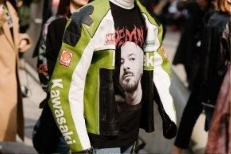 Chiếc áo thi đấu của những vận động viên moto phân khối lớn cũng được xuất hiện tại đây.