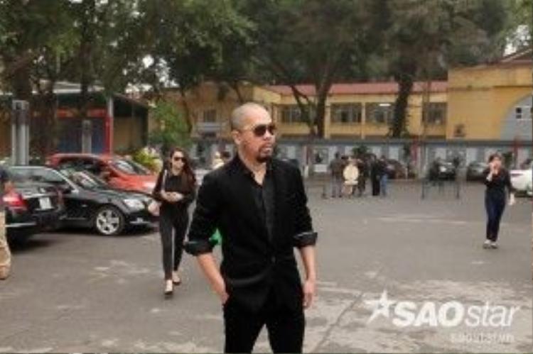 MC Thanh Vân Hugo, Quang Minh, ca sĩ Tấn Minh và NTK Đức Hùng đều không giấu được nỗi buồn khi xuất hiện tại địa điểmtổ chức tang lễ.