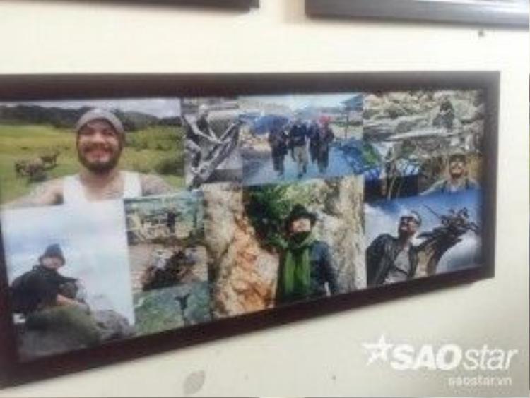 Rất nhiều hình ảnh của anh lúc còn sống được treo trên vách tường.