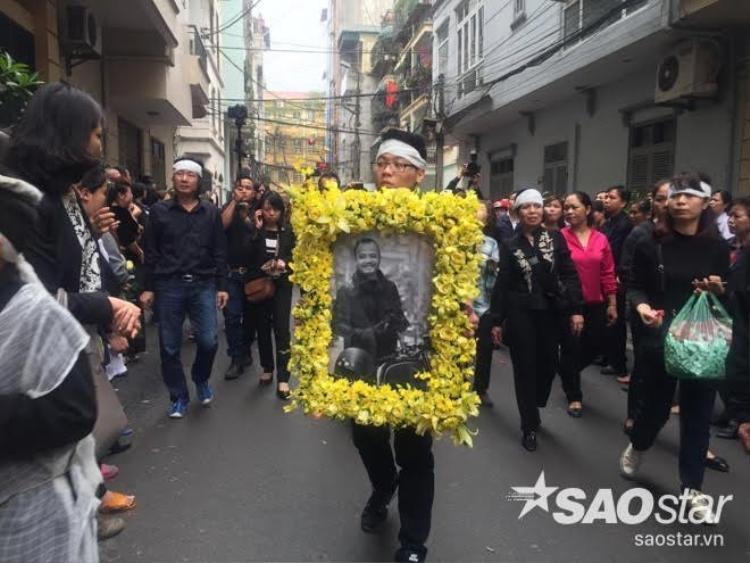 Vợ con Trần Lập khóc hết nước mắt trong lễ tang