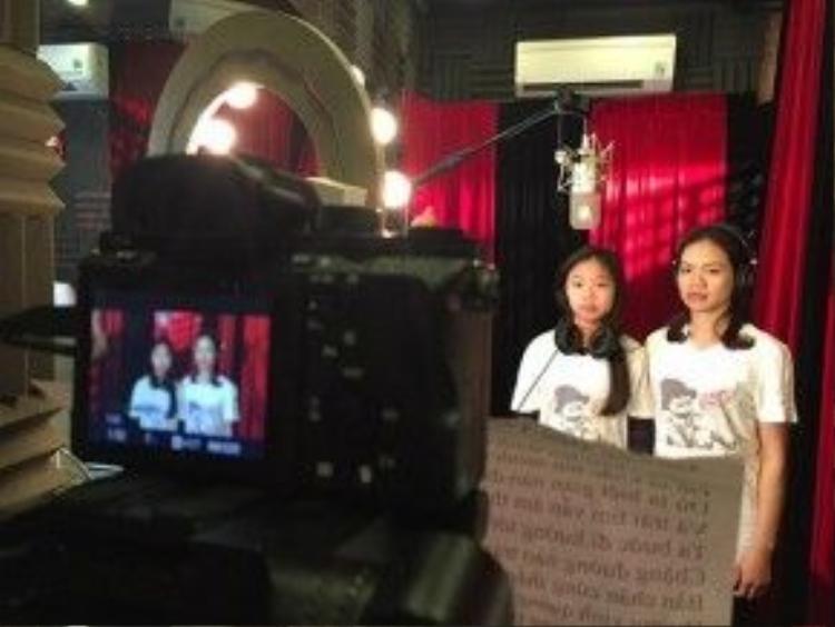 Vợ và con gái Trần Lập trong buổi thu âm, ghi hình ca khúc Đường đến ngày vinh quang cùng các văn nghệ sĩ để tưởng nhớ, vinh danh anh vừa qua.