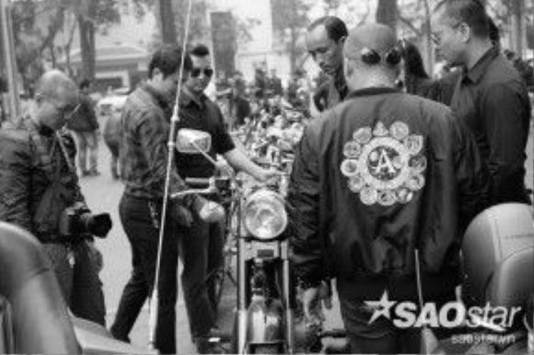Rong ruổi trên mô-tô là một trong những niềm yêu thích đặc biệt của Trần Lập.