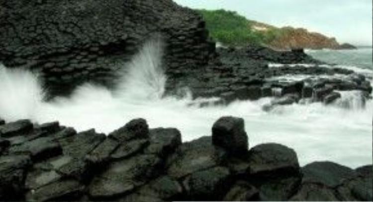 Ghềnh Đá Dĩa - tuyệt tác thiên nhiên ban tặng cho tỉnh Phú Yên.