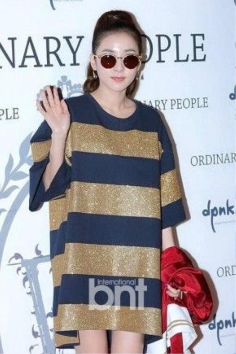 Cô nàng Dara (2NE1) dạo gần đây rất tích cực tham gia các sự kiện mặc dù vắng bóng các thành viên còn lại của nhóm.