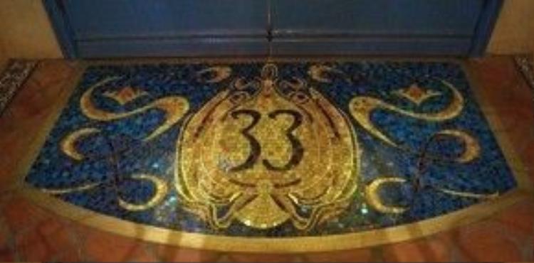 Doyle không chỉ may mắn đặt chân đến Club 33 một lần mà những hai lần, trước và sau khi nó được xây dựng lại.
