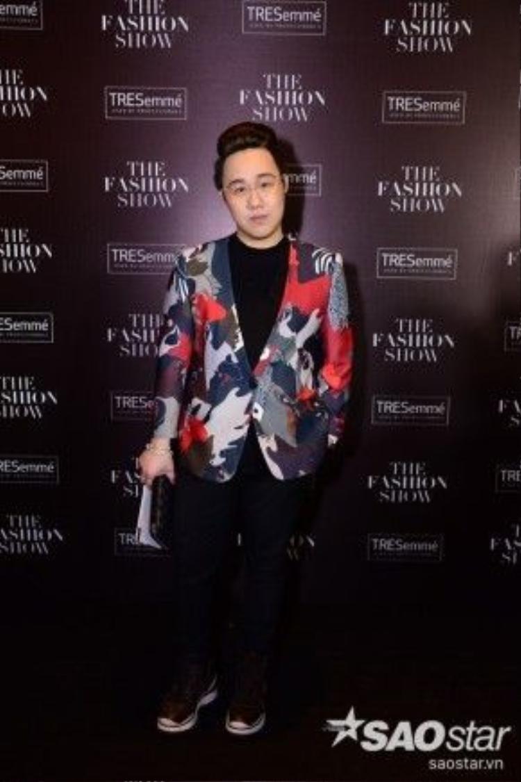 Chàng trai bảnh bao Trung Quân là gương mặt nam duy nhất lọt top mặc đẹp với thiết kế áo vest siêu độc đáo của Phi Phạm.