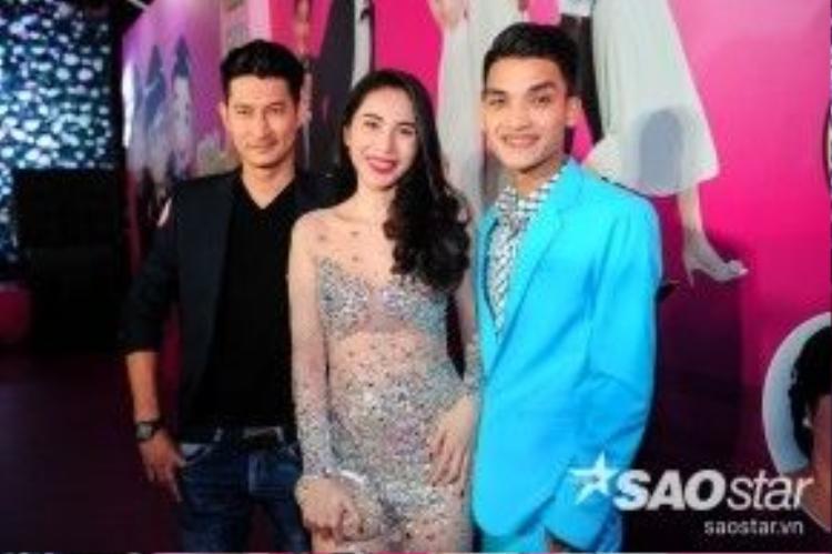 Tự tin sánh bước cùng người đẹp Thủy Tiên và diễn viên Huy Khánh.