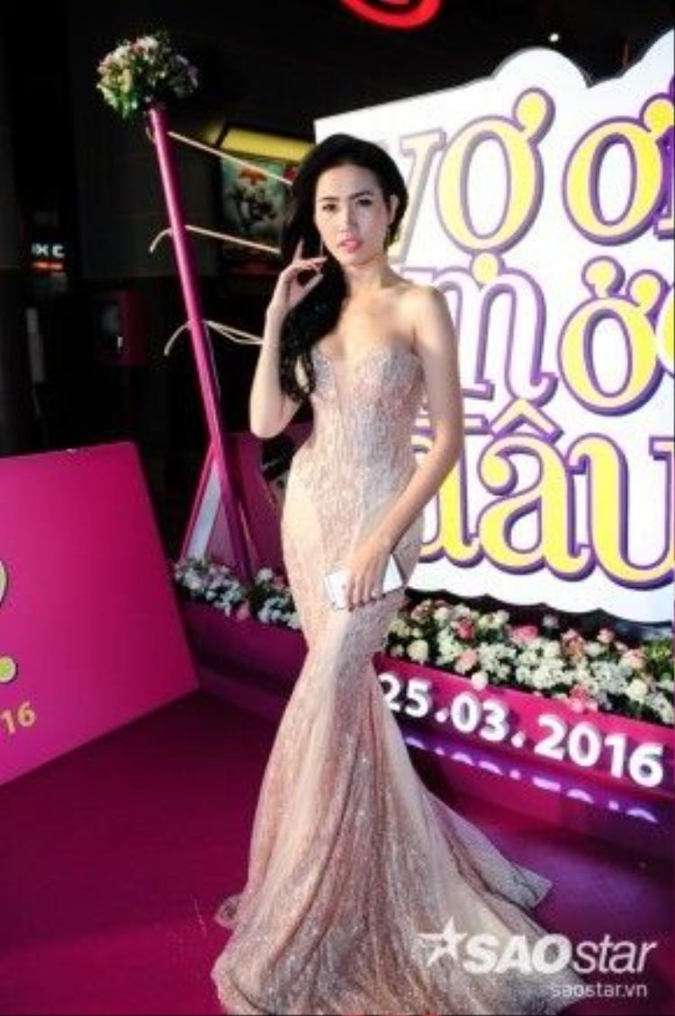 Hoa hậu Phan Thị Mơ lại hóa thân thành cô gái Huế dịu dàng, đằm thắm khiến các chàng trai mê mệt.