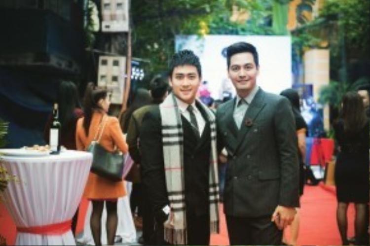 Nam cùng tham gia sự kiện với MC Phan Anh.