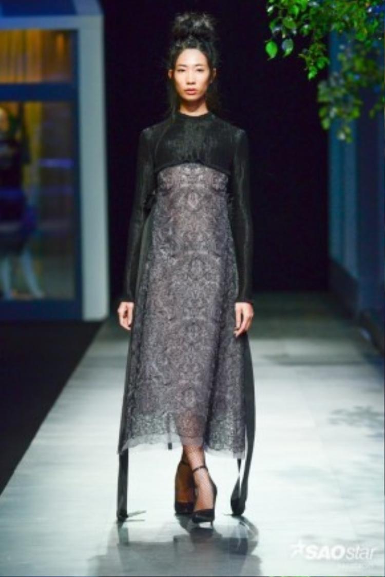 """Nguyễn Hoàng Tú tiếp nối The Fashion Show với 24 thiết kế trong bộ sưu tập No.06 Journey. Có thể nói, anh là nhà thiết kế mang đến cảm hứng """"thiền"""" nhiều nhất trong cả 5 nhà thiết kế tham gia trình diễn"""