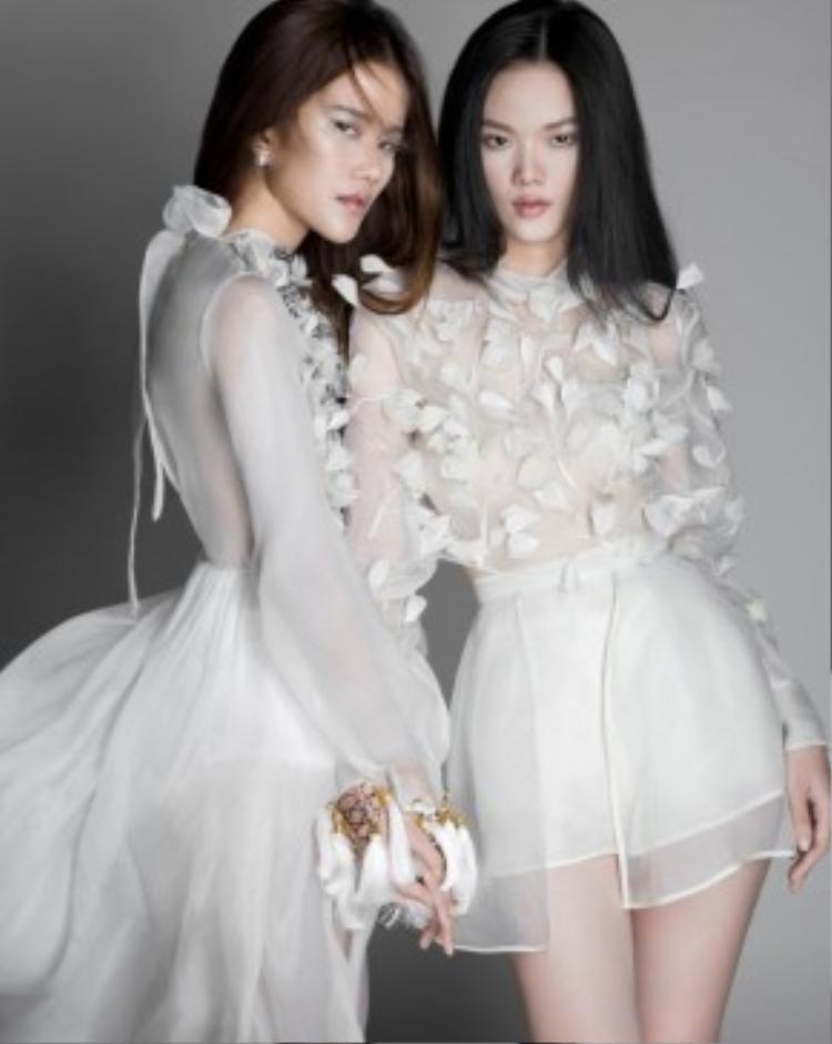 Với sự biến hóa đa dạng của Quán quân Vietnam's Next Top Model 2015 Hương Ly và Bích Trâm, khán giả có thể ngắm nhìn rõ hơn những ý tưởng táo bạo của nhà thiết kế nổi tiếng về khả năng xử lý khéo léo những chi tiết cầu kỳ Trần Hùng.