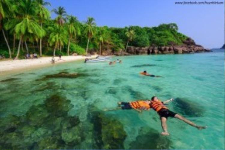 Tại đây các bạn có thể lặn ngắm các bãi san hô nhiều màu sắc với chi phí rất rẻ.
