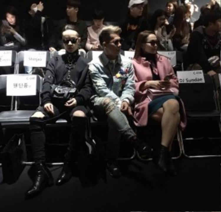 """Trước đó, """"Bộ ba sang chảnh"""" Kelbin, Travis, Minh Hằng đã cùng nhau hội tụ tại hàng ghế đầu một show diễn."""