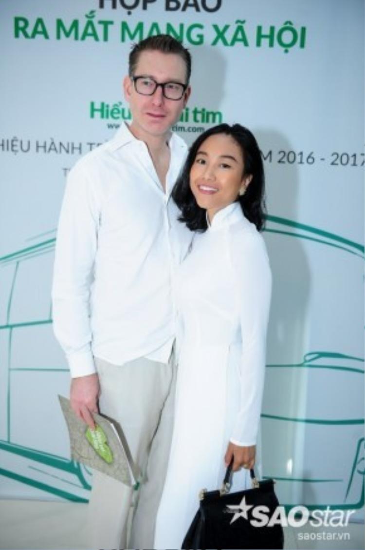Vợ chồng ca sĩ Đoan Trang.