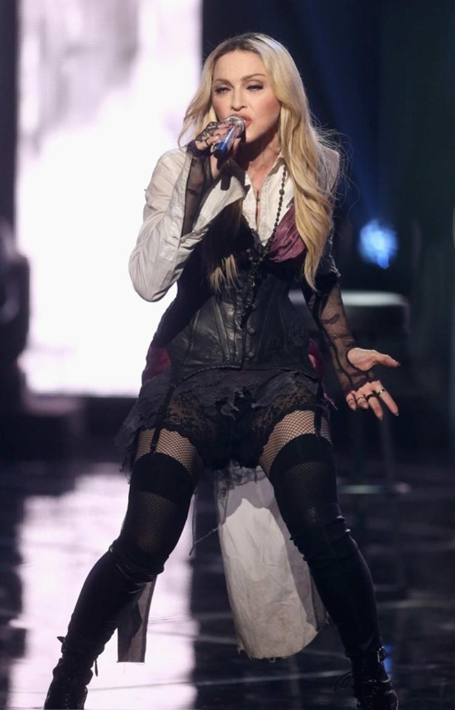 Madonna chính thức trở thành bà hoàng đi Tour mọi thời đại