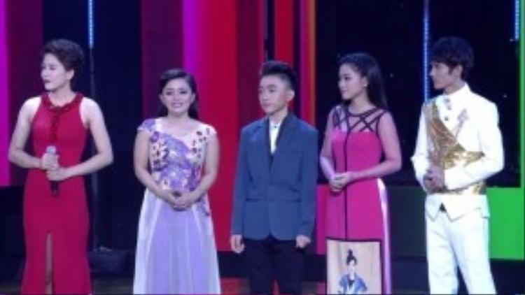 Và 4 cái tên sẽ cùng nút đỏ Nguyễn Duy bước tiếp vào vòng Liveshow là Trung Quang, Yên Nhiên, Hồng Quyên và Lê Chinh.