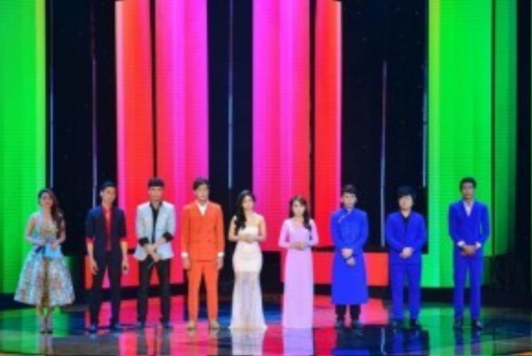 8 thành viên của đội HLV Quang Linh.