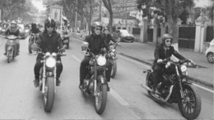 """""""Suốt hành trình, tôi cùng Tuấn Hùng và Nhất Hoàng đi bên nhau, hình ảnh của Lập qua chiếc xe như đang cùng chúng tôi những tháng ngày năm xưa. Chúng tôi nói chuyện với chiếc xe như đang nói chuyện với chính Lập, và hiểu rằng ở đâu đó, Lập đang nhìn cả đoàn, cảm nhận được tình cảm của anh em biker nói riêng và tất cả gia đình, bạn bè và fan hâm mộ qua từng tuyến phố của thủ đô…""""."""