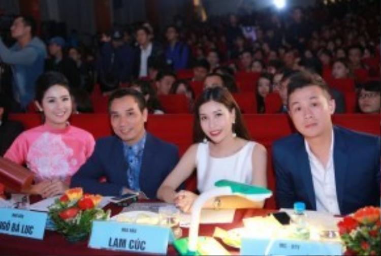 Ngoài hai người đẹp, Ban giám khảo còn có MC Anh Tuấn và nhà báo Ngô Bá Lục.