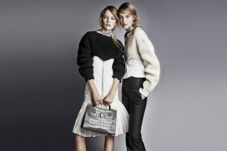 Bước vào năm 2016, Dior lại tiếp tục gây ấn tượng với dòng túi xách Diorever chứa đựng trọn vẹn các đặc trưng của hãng.
