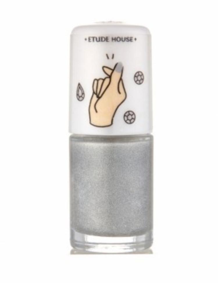 Etude house với dòng sơn BLING ME PRISM NAILS màu bạc với hiệu ứng 3D cực kỳ thú vị …