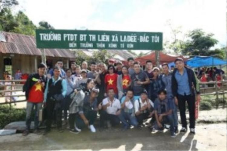 Một chuyến từ thiện xa của Phước và Khoa.