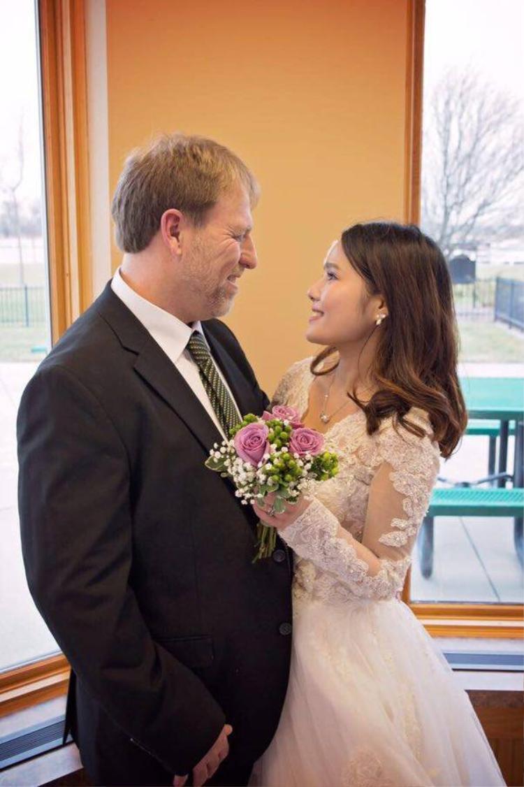 Chuyện tình của cô gái Việt lấy chồng Tây lớn hơn mình 35 tuổi