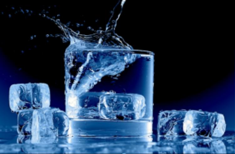 Đồng thời nước đá cũng giảm viêm do mụn nhọt, từ đó cản trở sự phát triển lan rộng của mụn trên da.