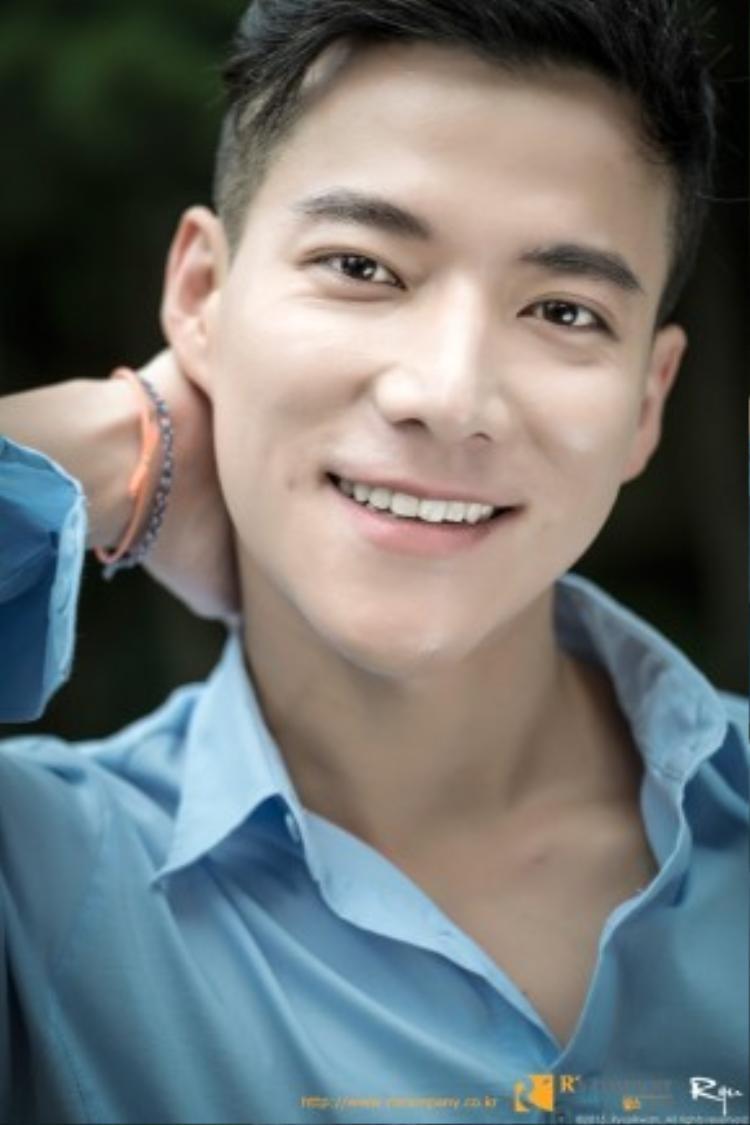 Nhiều người nhận xét khuôn mặt của Cho Tae Kwan có nhiều nét tương đồng với Choi Siwon (Super Junior)
