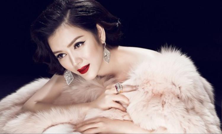 Top 10 mỹ nhân Việt đẹp kiêu kỳ với tóc uốn cổ điển
