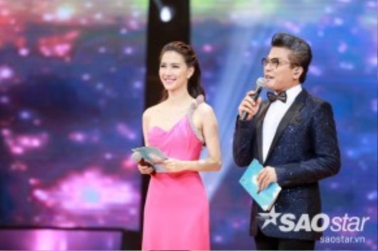 MC Thanh Bạch và Mỹ Linh chào mừng khán giả đến với đêm thi thứ 5.