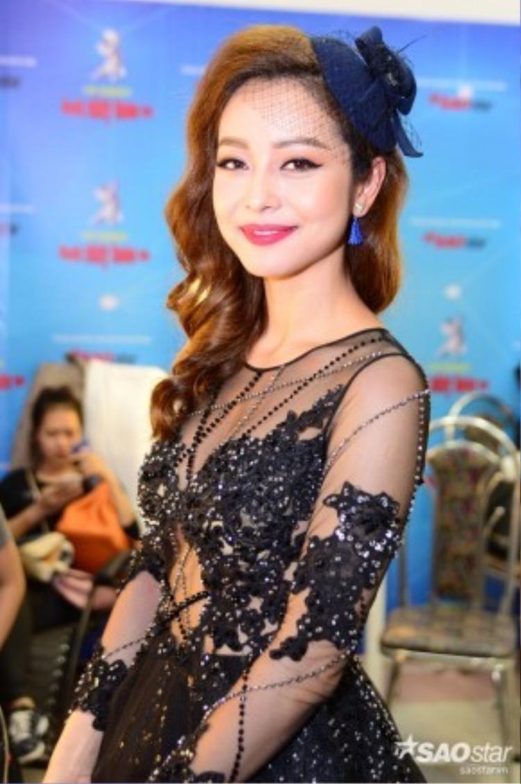 Jennifer Phạm quyến rũ với tạo hình mới.