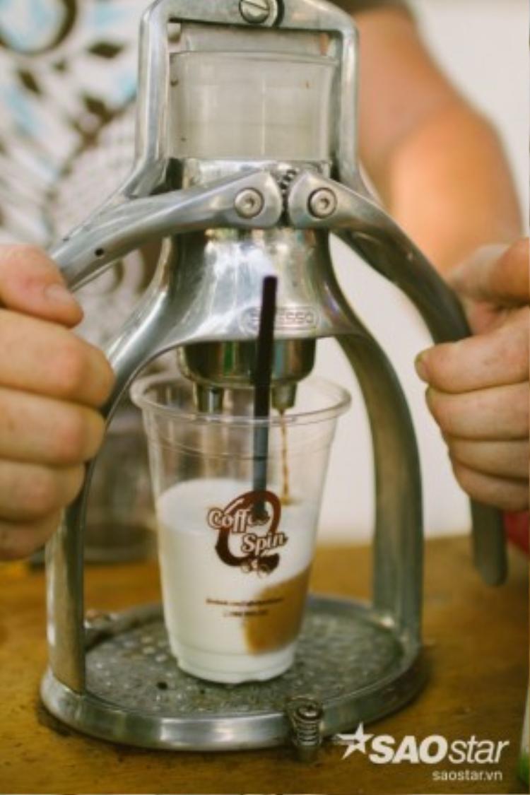Máy ép cà phê bằng tay, dụng cụ cần có cho món Cappuchino, Latte.