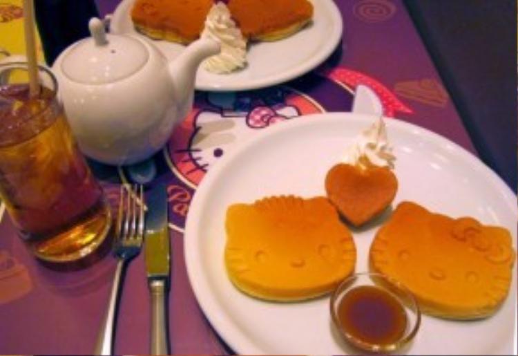 Một bữa trà chiều cùng Hello Kitty đã không còn quá xa lạ đối với bạn trẻ toàn châu Á khi chuỗi cửa hàng cafe của nhân vật hoạt hình này đã được mở rộng từ Nhật Bản đến Hàn Quốc, Thái Lan, Singapore, Malaysia…