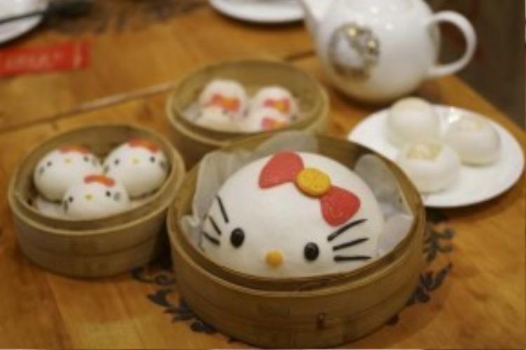 Tại Hồng Kông, tạo hình của Hello Kitty còn được gắn liền với những chiếc bánh bao, xíu mại hay sủi cảo… trông vừa lạ vừa quen.