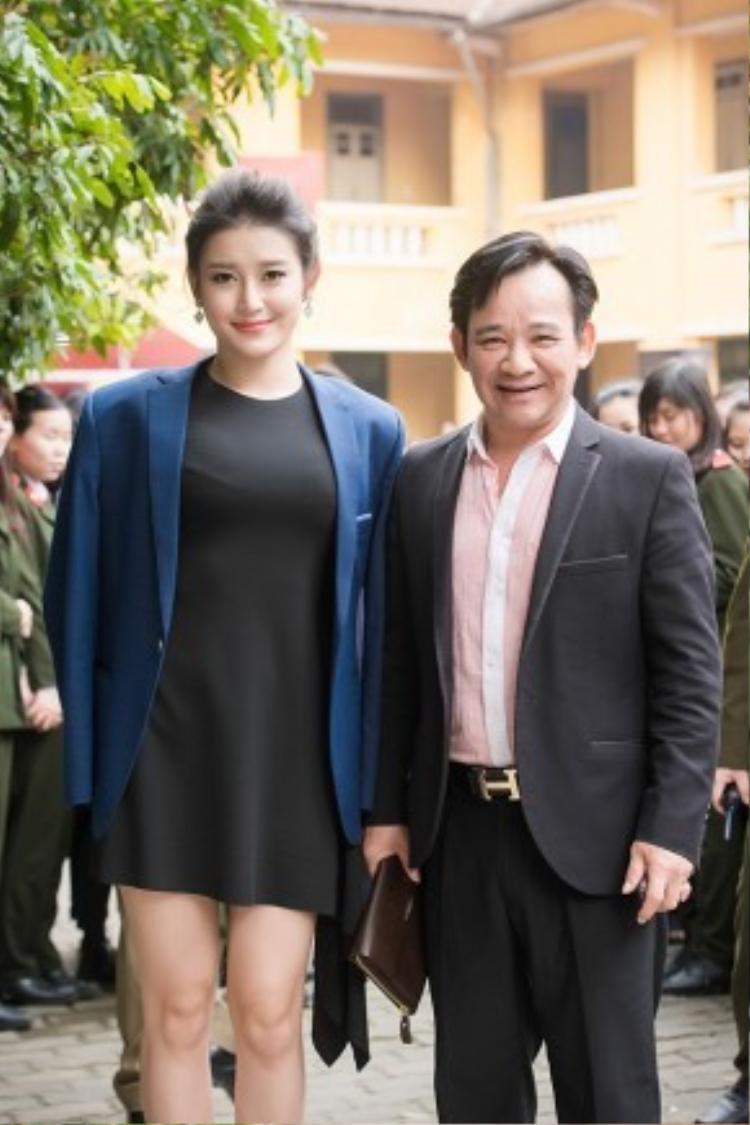 Cũng tại sự kiện, Á hậu Huyền My hội ngộ danh hài Quang Tèo trên ghế giám khảo.