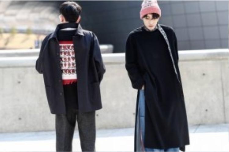 Layer áo sơ mi mặc ngược cùng áo len họa tiết cũng là một gợi ý thông dụng nhất được nhiều người áp dụng.