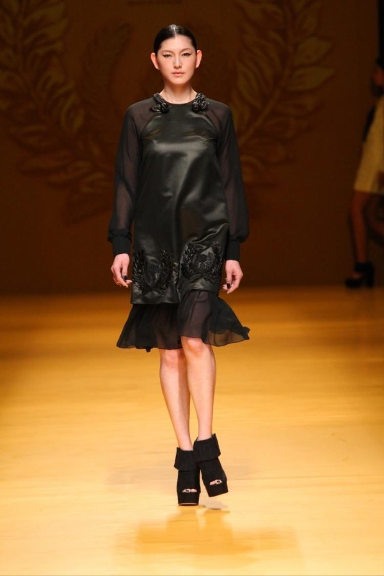 NTK Công Trí đem Lúa mở màn Vietnam International Fashion Week 2016