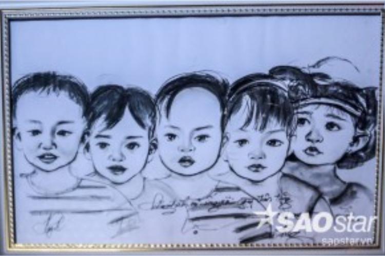 Bức tranh chân dung ca sinh 5 vợ chồng chị Thư được một chương trình truyền hình tặng.