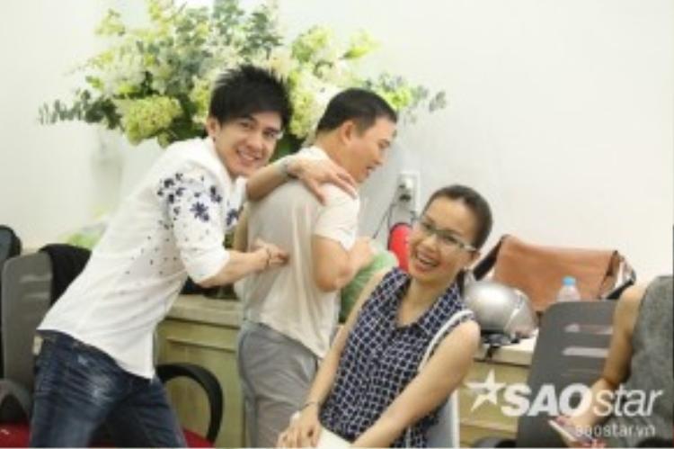 """Cả ba vị HLV Quang Linh, Đan Trường, Cẩm Ly đã có những giây phút """"nhắng"""" hết cỡ tại đây."""