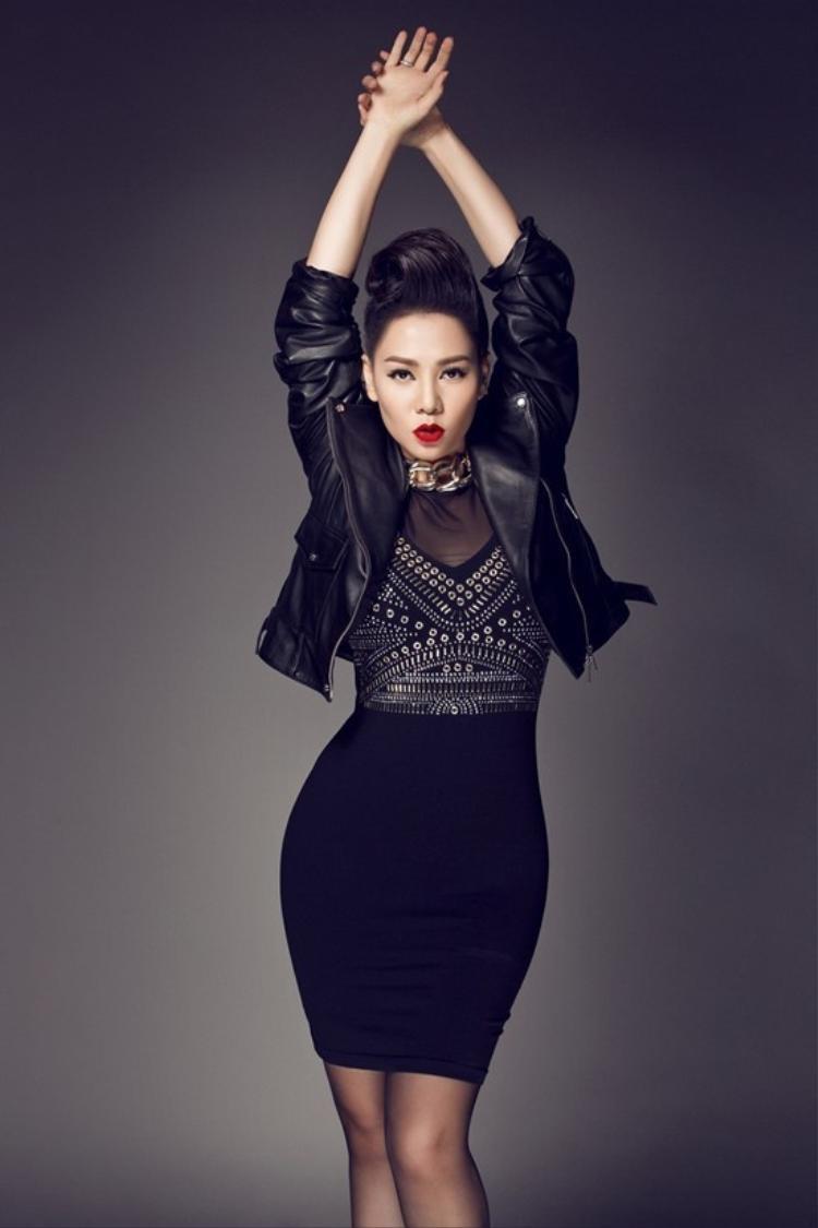 Thu Minh chính thức ngồi ghế nóng Vietnam Idol mùa 7