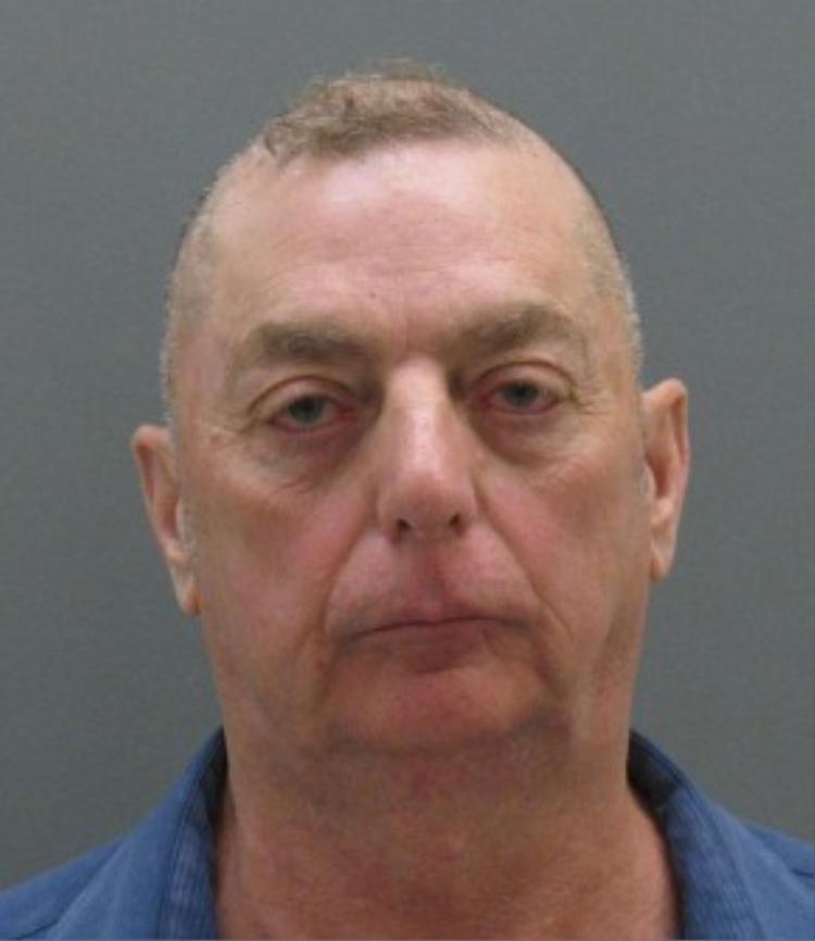 Theodore Dyer, cựu cảnh sát 66 tuổi bị kết án chung thân vì hiếp dâm bé gái 9 tuổi.