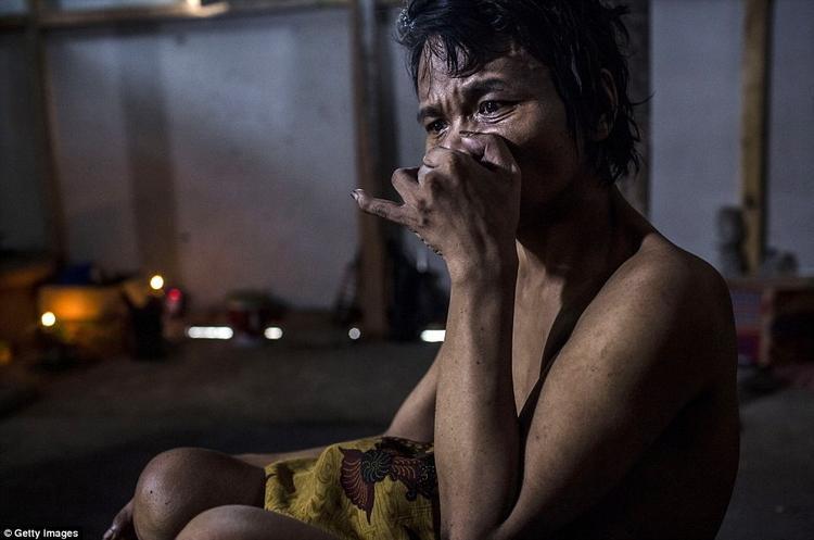 Ám ảnh những ánh mắt ngây dại tại các làng địa ngục ở Indonesia