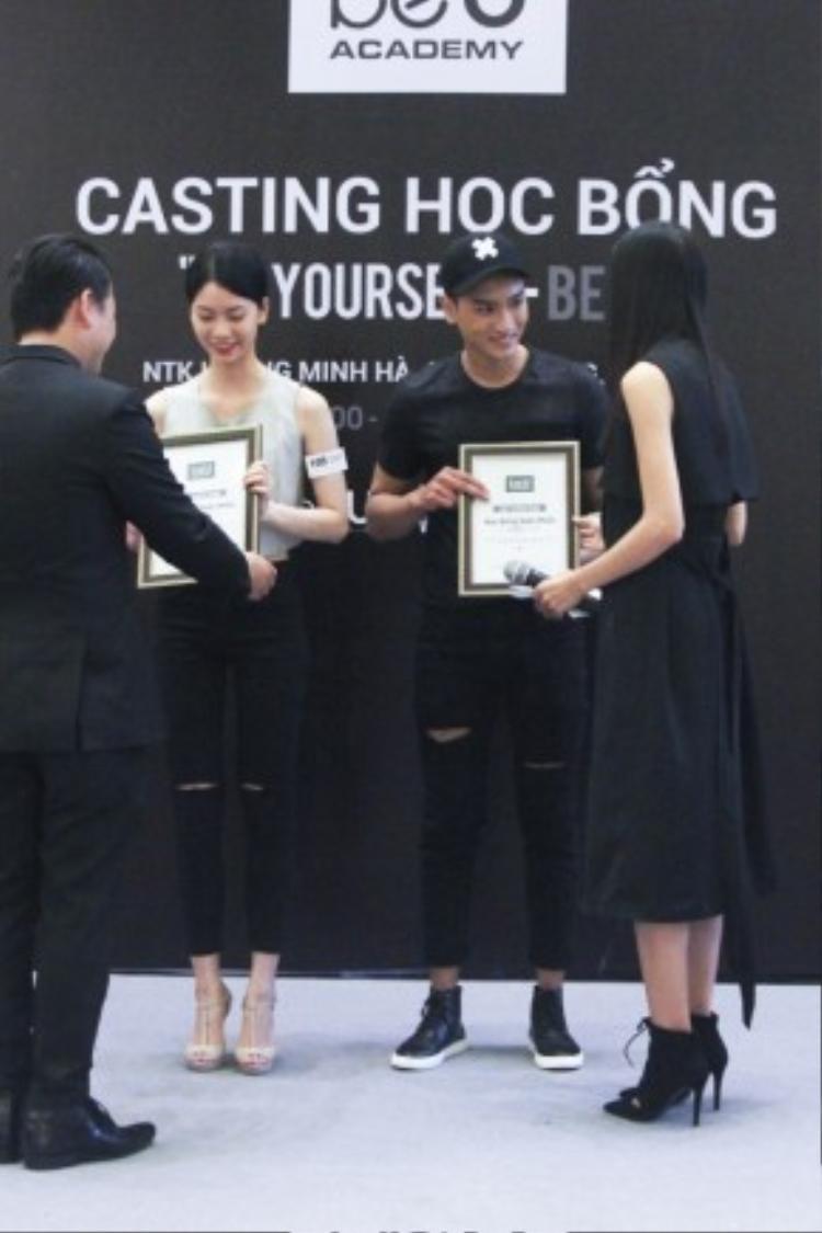 2 trong số các thí sinh được trao học bổng lần này.