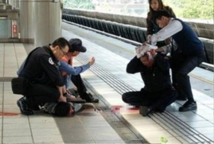 Một sĩ quan cảnh sát bị tấn công bằng dao hôm nay (29/3).