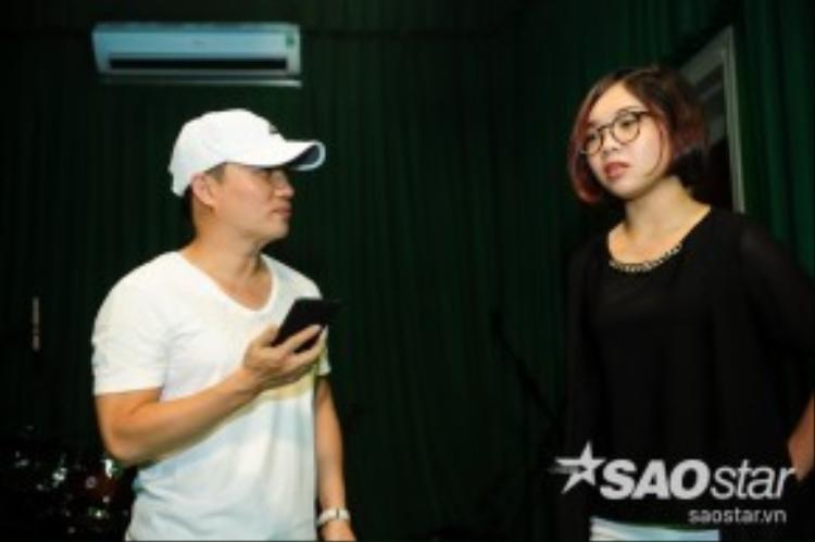 Với Mỹ Linh, sự ngây thơ trong tuổi đời khiến cô khó khăn khi nhập tâm vào bài hát. HLV Quang Linh đã giúp đỡ cô khá nhiều.