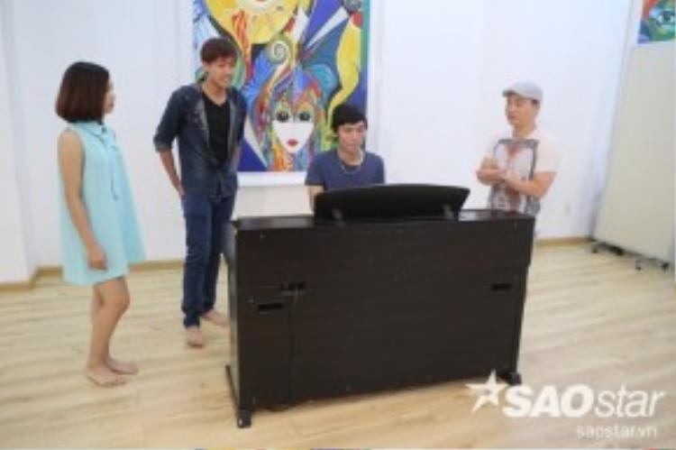 …và đôi song ca Đình Phước - Mỹ Linh của team HLV Quang Linh tại đêm Livshow 1.