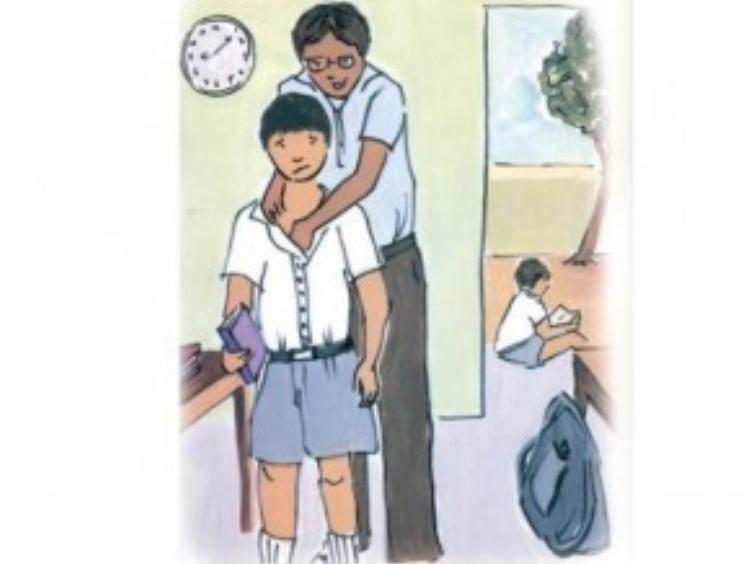Những người ấu dâm luôn tìm cách lợi dụng mọi cơ hội để tiếp cận sờ mó, ôm hôn và thích lựa chọn công việc có thể ở gần trẻ.